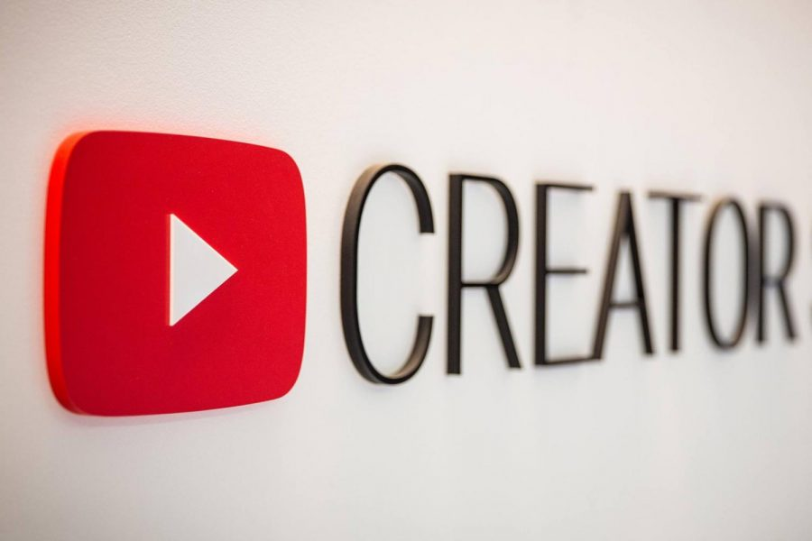 Being+a+YouTube+creator+doesn%E2%80%99t+always+bring+the+joy+that+is+seen+online